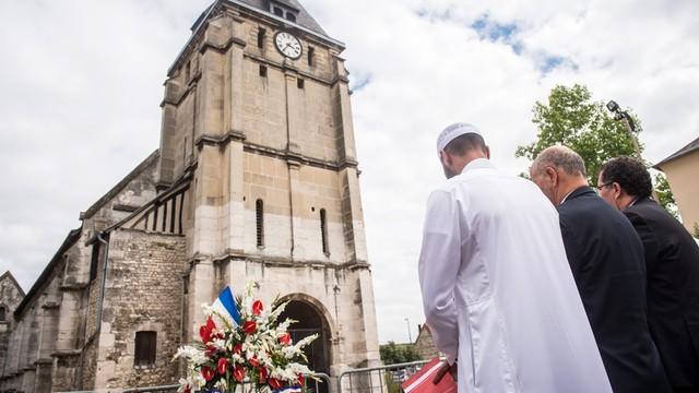 Francja: muzułmanie w kościołach w geście solidarności z katolikami