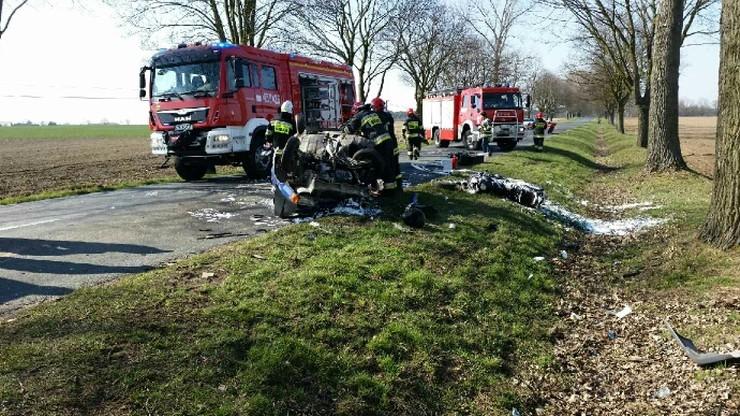 Motocykl zderzył się z Fiatem Uno. Nie żyją kierowca i pasażerka auta osobowego