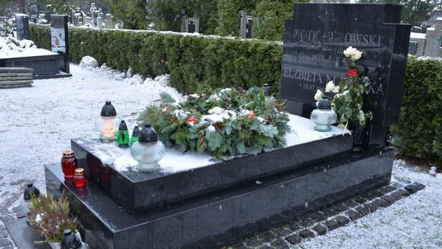 Nieoficjalnie po ekshumacji Nurowskiego: w jego grobie pochowano Handzlika