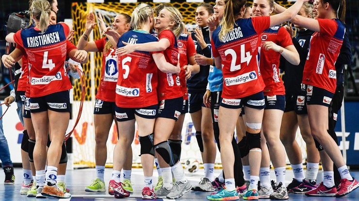 2017-12-11 MŚ 2017 piłkarek ręcznych: Holenderki i Norweżki uzupełniły grono ćwierćfinalistów