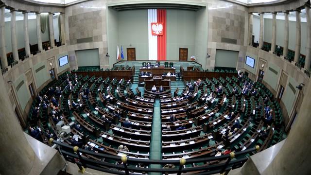 Sondaż CBOS: PiS - 42 procent PO - 21 procent, w Sejmie jeszcze Kukiz'15