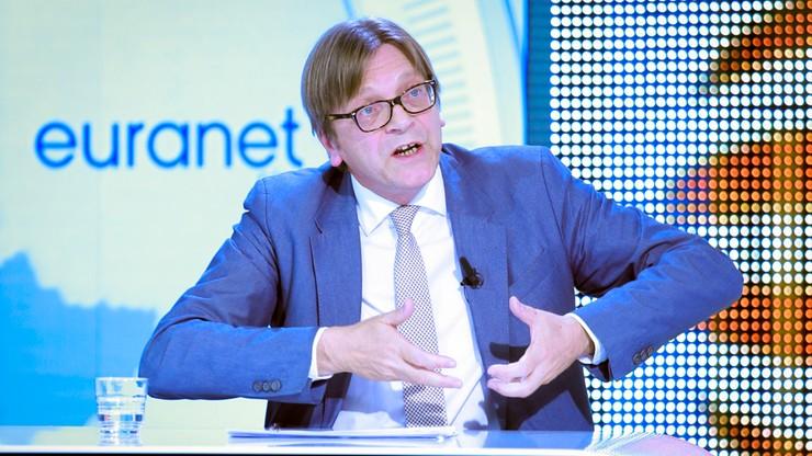 """""""Jesteśmy z Polakami w walce o demokrację"""". Verhofstadt o manifestacji w Warszawie"""