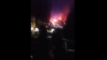 10-07-2017 06:31 Strażacy walczyli całą noc z pożarem Camden Market. Nie ma informacji o ofiarach