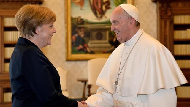 Watykan: Papież Franciszek otrzymał nagrodę Karola Wielkiego