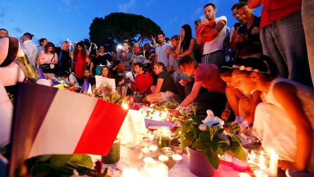 IS przyznało się do zamachu w Nicei, zatrzymano cztery osoby