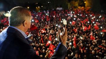 17-04-2017 06:10 System prezydencki zamiast parlamentarnego. Wyniki referendum w Turcji