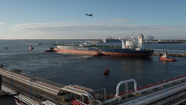 Do Gdańska przybyły tankowce z ropą z Iranu, trwa rozładunek