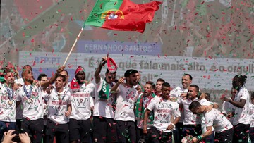 11-07-2016 19:48 Lizbona fetuje mistrzów Europy. Przyjazd piłkarzy zablokował ulice stolicy Portugalii