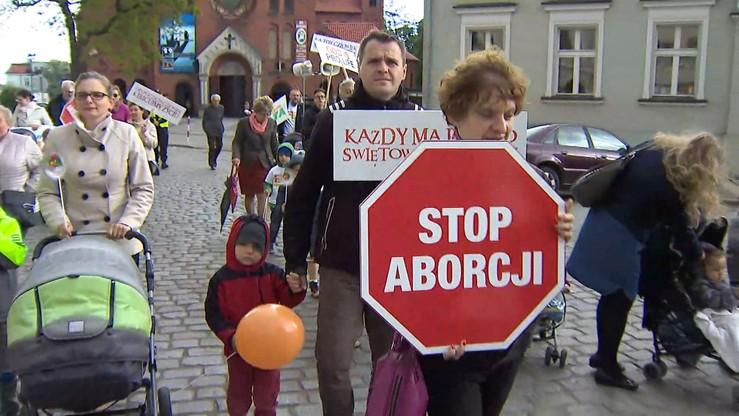 """Komitet """"Stop Aborcji"""" złożył projekt ustawy. Ponad 450 tys. podpisów"""