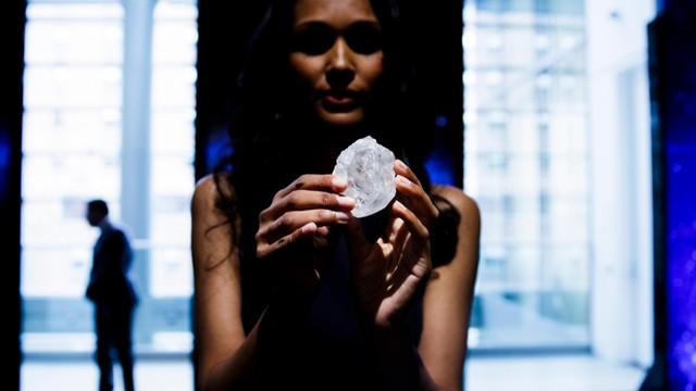 W.Brytania: Diament wielkości piłeczki tenisowej trafi na aukcję. Cena? 70 mln dolarów