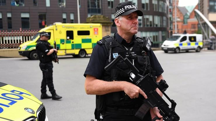Około 20 osób w stanie krytycznym po zamachu w Manchesterze. Wojsko chroni Pałac Buckingham, Downing Street, parlament