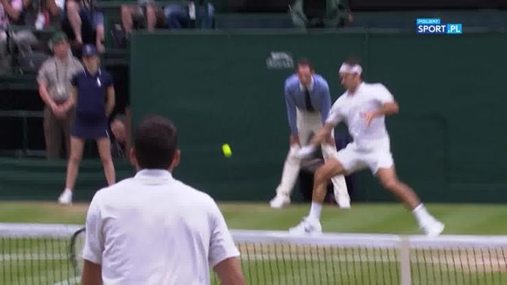 Federer broni piłkę setową w wielkim stylu