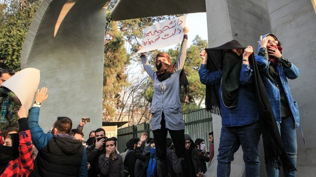 Iran: w antyrządowych protestach zginęło 12 osób