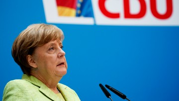 Merkel zapowiada pomoc dla Francji, ale bez euroobligacji