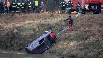 29-12-2017 20:18 W wydobytym z Wisłoka aucie były ciała trzech poszukiwanych nastolatek i dwóch mężczyzn