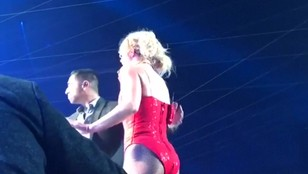 Przerwany koncert Britney Spears - intruz na scenie