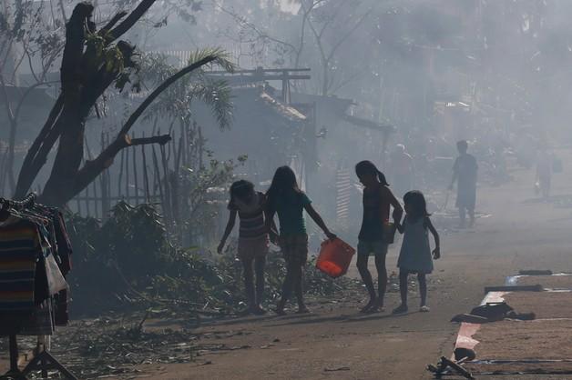 Tajfun Hagupit przechodzi nad Filipinami