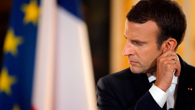 Francja, komentatorzy: dyplomacja Macrona to przekonywanie i oczarowywanie