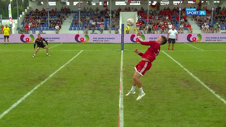 Fistball, czyli jak połączyć siatkówkę z tenisem w korkach piłkarskich