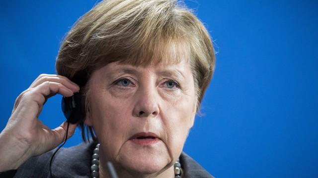 Duży spadek poparcia dla Merkel i CDU