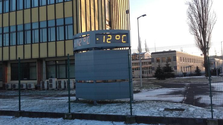 2017-01-06 W Warszawie było w piątek -12 i słupek rtęci jeszcze spadał