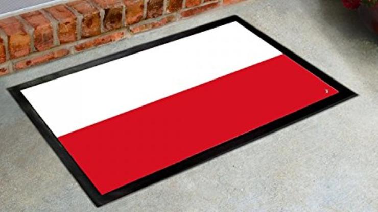 Polska flaga jako wycieraczka w serwisie Amazon. Internauci oburzeni