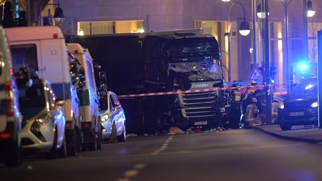 Berlin: ciężarówka na polskich numerach wjechała w tłum. Wielu zabitych i rannych