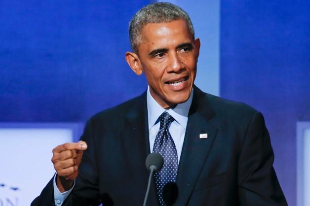 Obama salutuje kubkiem