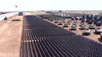 30-07-2017 06:49 Czołgi, wyrzutnie rakietowe i bombowce. Wielka parada wojskowa w Chinach