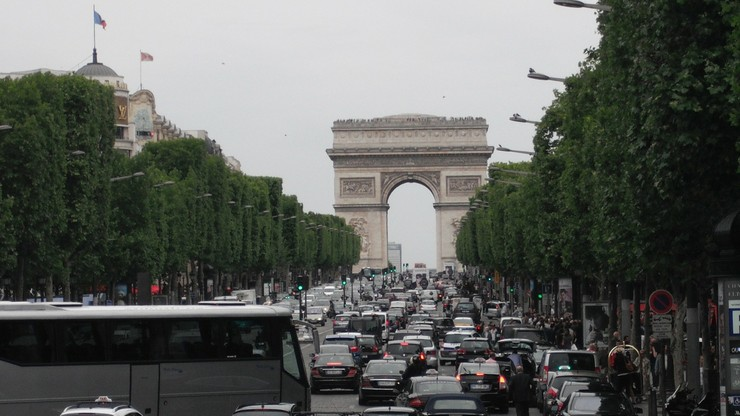 Paryż zakazuje wjazdu autom starszym niż 20 lat