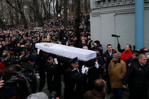 Tłumy żegnają Niemcowa