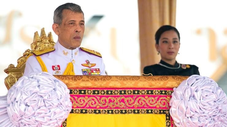 Blokada Facebooka w Tajlandii z powodu zdjęć króla w skąpym podkoszulku