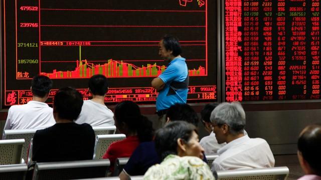 Chiny: Grupa osób przyznała się do manipulacji w związku z krachem na giełdzie