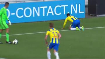 2017-04-18 Bramkarz zapomniał o rywalach. Groteskowy gol w Holandii (WIDEO)