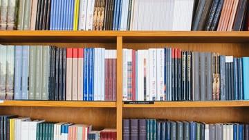 Gliński nt. jednolitej ceny książki: ma bronić rynek księgarski