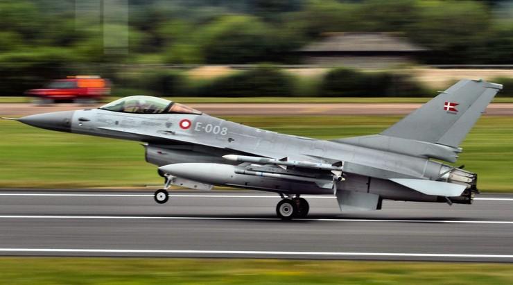Duńskie myśliwce wycofane z walki z Państwem Islamskim