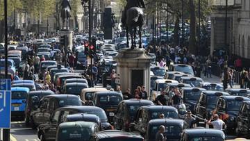 06-04-2017 19:13 Przeciw Uberowi. Londyńscy taksówkarze zablokowali rząd