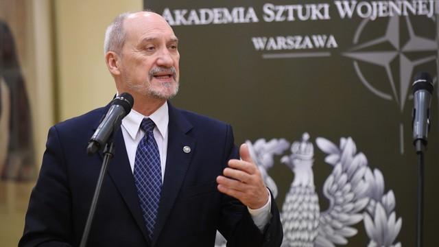 Macierewicz: Polityka historyczna MON to przywracanie prawdy
