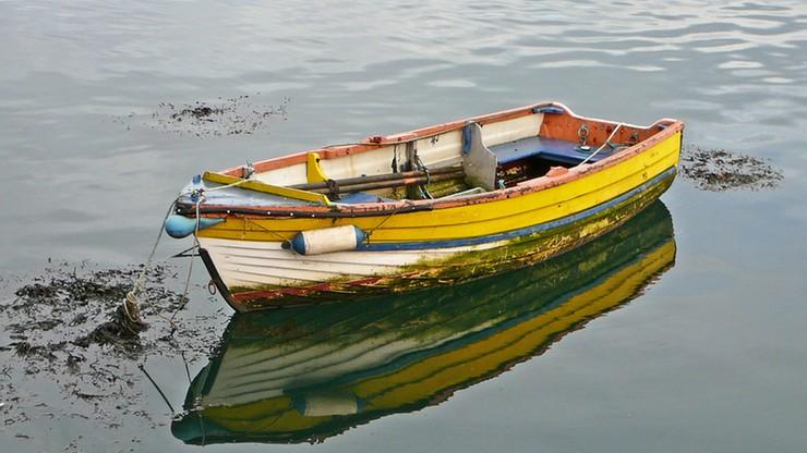 72-letni pogromca krokodyli. Przez trzy godziny walczył z nimi na odwróconym kadłubie łodzi
