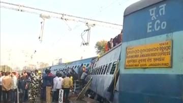 22-01-2017 11:43 Katastrofa pociągu ekspresowego w Indiach. W wagonach wciąż są uwięzieni ludzie