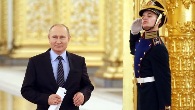 Putin pozwolił oligarchom na potajemny powrót kapitałów - donosi ros. prasa