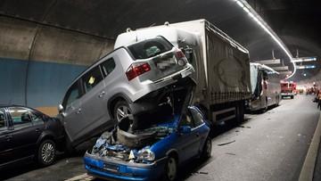 16-10-2016 07:18 Tragiczny karambol w tunelu w Szwajcarii. Nie żyje Polka, jest wielu rannych