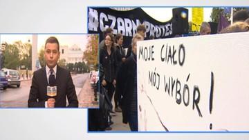 """01-10-2016 08:41 Manifestacja """"Żarty Się Skończyły"""". Na czarno na Wiejskiej"""