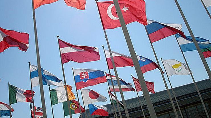 CBOS: Polacy najbardziej lubią Czechów, najmniej Arabów i Romów