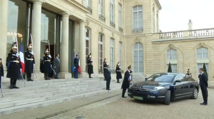 Paryż: obrabował sklep jubilerski. Obok siedziba prezydenta z ochroną wzmocnioną po zamachach