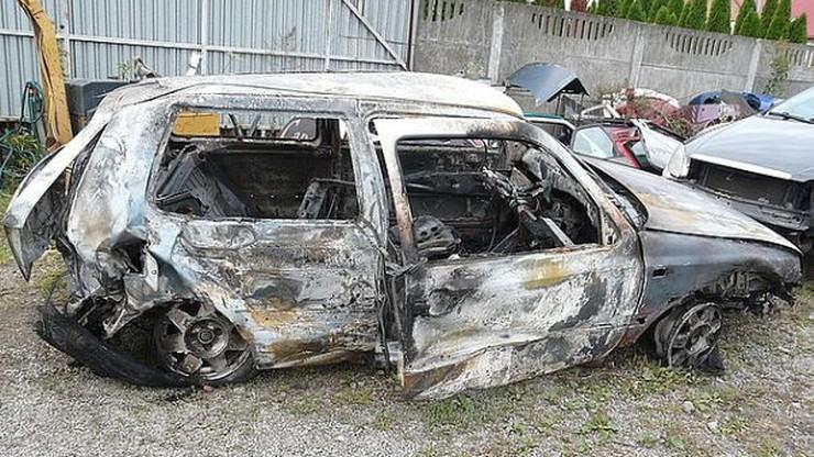 Po wypadku zostawili koleżankę w rowie i podpalili auto. 19-latka zmarła