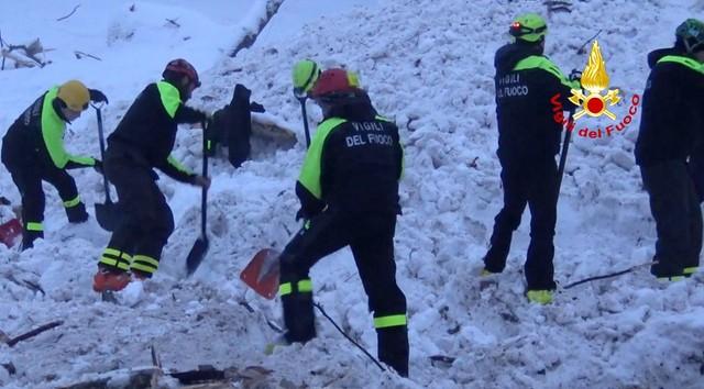 Włochy: liczba ofiar w zasypanym hotelu wzrosła do 25