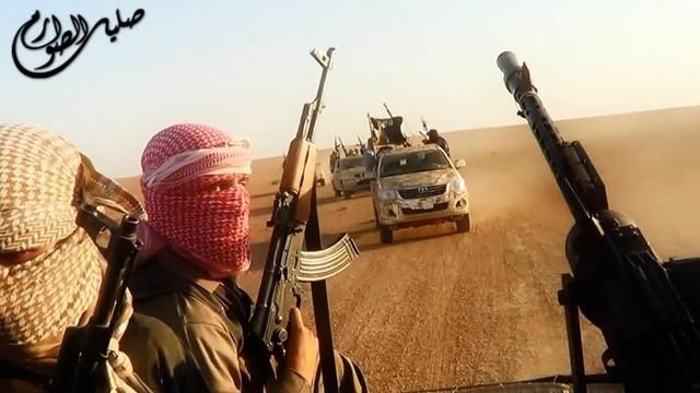Francja: IS zaczyna posuwać się w głąb Libii