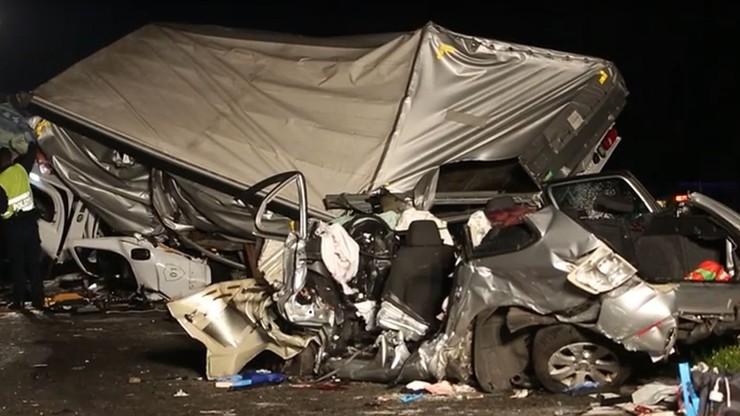 Polak zawrócił na zjeździe z niemieckiej autostrady. Trzy ofiary śmiertelne tragicznego wypadku