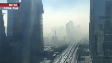 Smog w Chinach w przyspieszonym tempie. Zobacz, jak paraliżuje miasto